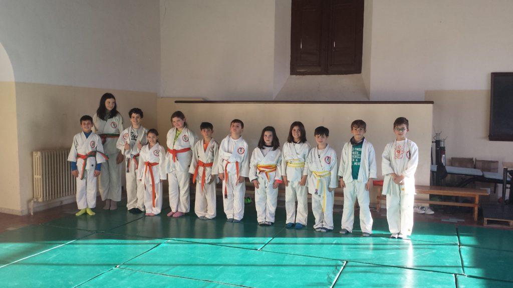 alumnos del colegio Siervas