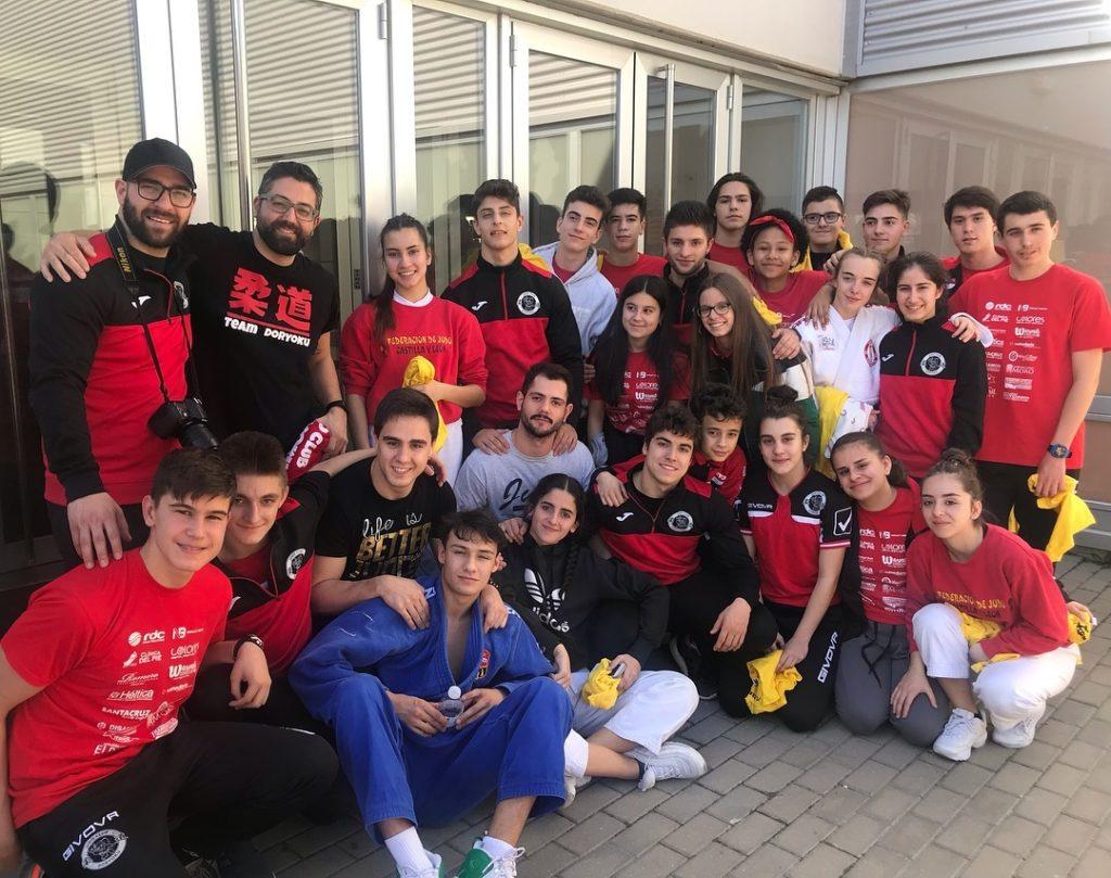 Tadeo Ferraz y alumnos del Club Doryoku